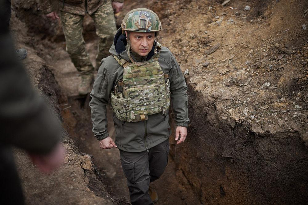 """Зеленский приготовился к """"войне на Донбассе"""": яркие кадры с бронежилетом"""