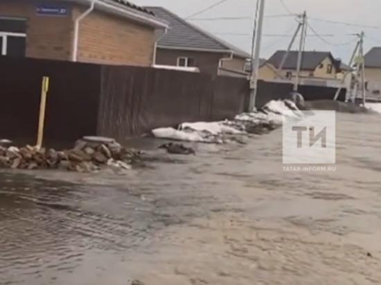 Жители поселка под Казанью пожаловались на затопление участков и дорог