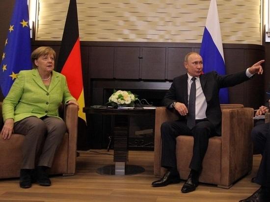 Президент России Владимир Путин в разговоре с канцлером Германии Ангелой Меркель ответил на ее призывы отказаться от концентрации войск у границ с Украиной