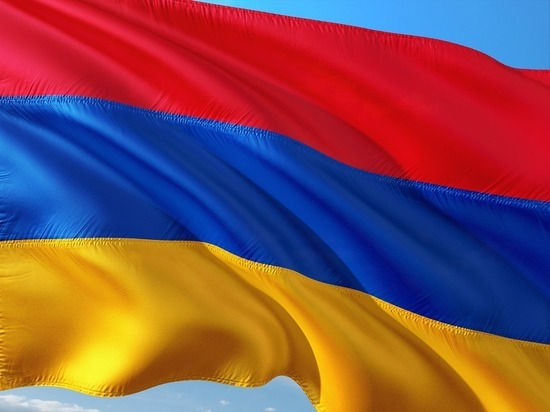 Из здания Минобороны Армении эвакуировали женщин
