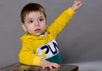 Двухлетнему Мише Полищук собирают деньги на слуховые аппараты
