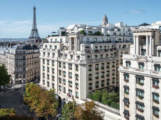 Маски, скутер, пистолет: шикарный парижский отель ограбили на 100 тысяч