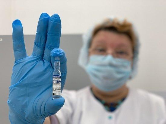 Российские чиновники избегают называть количество привившихся от коронавируса россиян, однако признают, что темпы вакцинации, несмотря на доступность препаратов и личный пример президента, отстают от многих стран мира