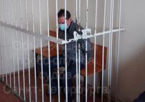 Суд арестовал мужчину, напавшего с ножом на отца и сына