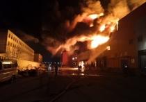 В Барнауле сгорел огромный склад: что известно на данный момент