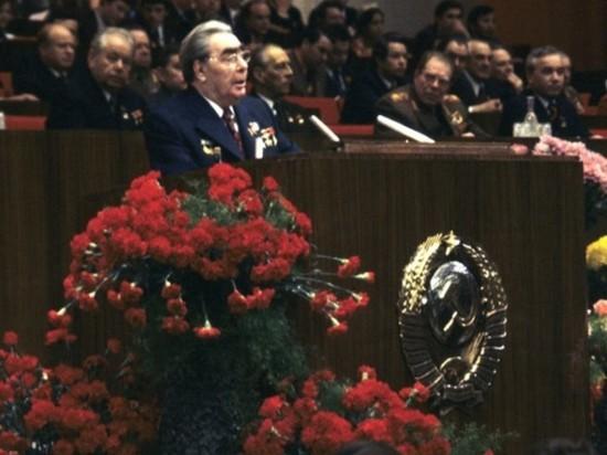 Телеканал NHK со ссылкой на некие оказавшиеся в распоряжении архивные документы заявил, что генсек ЦК КПСС Леонид Брежнев в начале 70-х годов рассматривал вариант передачи Японии части Южных Курил для заключения мирного договора