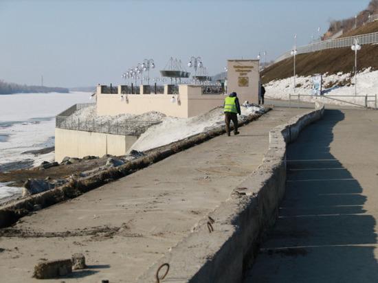 В Барнауле ремонтируют пешеходную зону перед набережной Оби