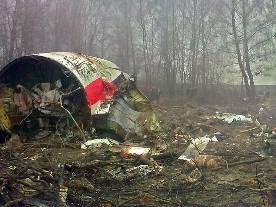 Польские дипломаты возложили венки на месте авиакатастрофы под Смоленском