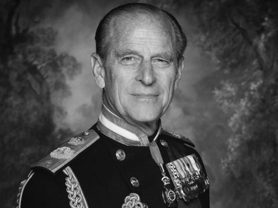 Британские военные пушечными залпами почтили память принца Филиппа