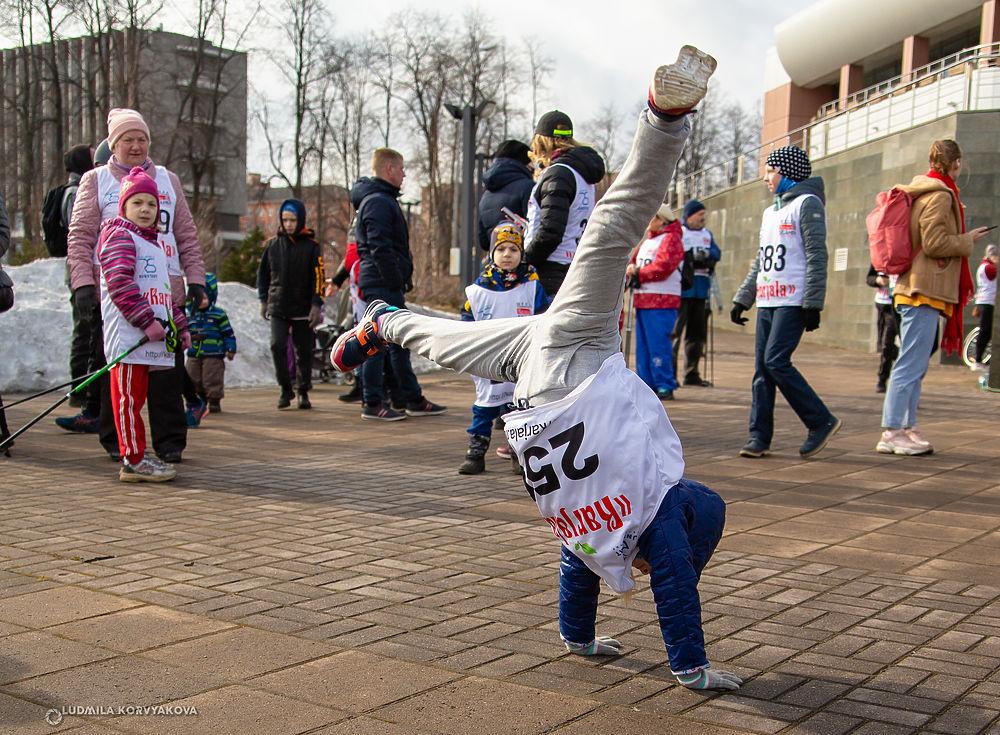 Космическим забегом открыли спортсмены беговой сезон в Петрозаводске