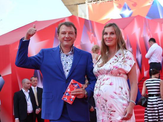Российский актер Марат Башаров, который развелся с Елизаветы Шевырковой, все еще конфликтует с бывшей супругой из-за имущества