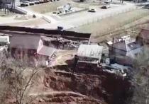 В Калуге у жилых домов произошел обвал грунта