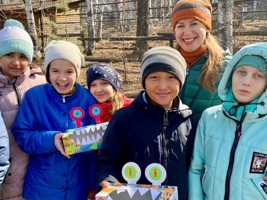 Ребята угостили орехами и фруктами Финика и Сакуру