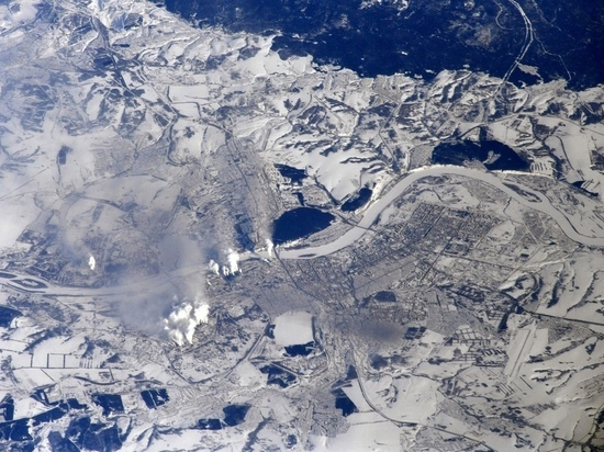 Дымящиеся трубы предприятий Кузбасса видны даже с космоса