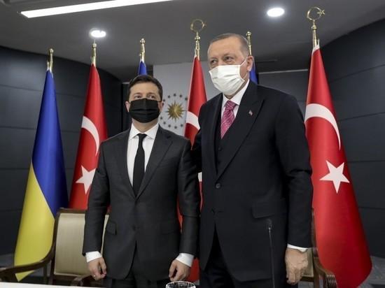 Турецкий президент Реджеп Тайип Эрдоган на переговорах с Владимиром Зеленским призвал урегулировать напряженность вблизи украинско-российской границы посредством диалога, добавив, что главная цель Турции – превратить Черноморский регион в «бассейн мира»