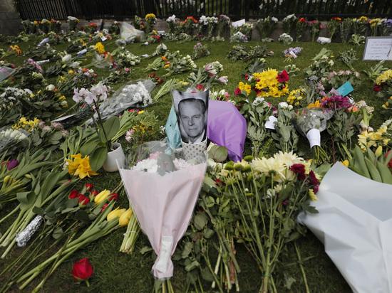 Внук покойного супруга британской королевы собрался на похороны без Меган