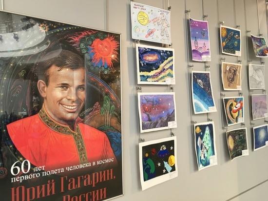 Смоленские дети нарисовали космос и Гагарина