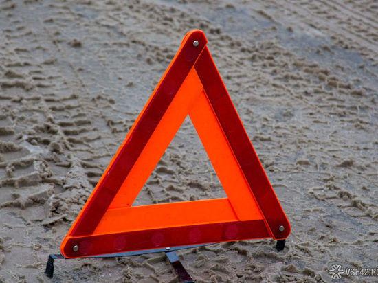 На кузбасской трассе в результате аварии «Газель» слетела с дороги