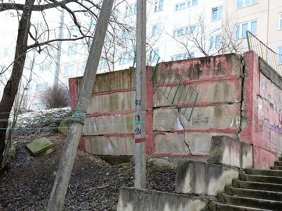 Житель Смоленска просил убрать столб, обустроить купель и поставить дорожные знаки