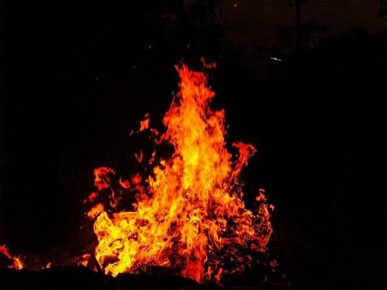 Горящий мопед испортил атмосферу в подвале сахалинского дома