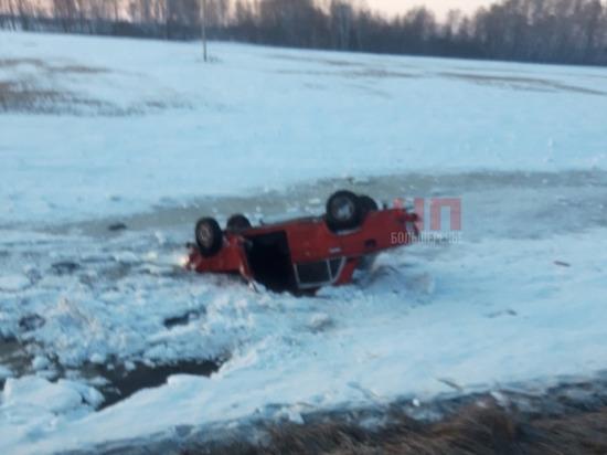В одном из районов Омской области машина перевернулась в кювет