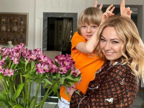 Продюсер Яна Рудковская выложила в Instagram фото своих сыновей от фигуриста Евгения Плющенко - Саши, известного как Гном Гномыч, и Арсения