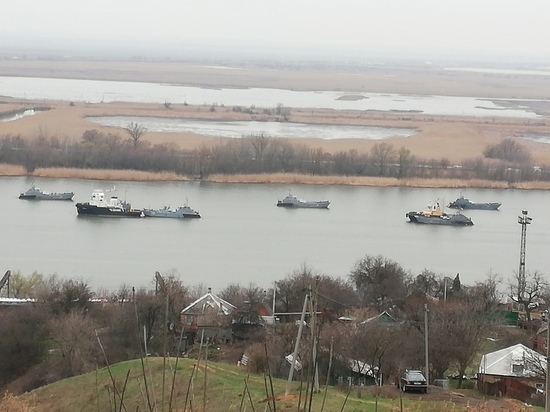 В районе Александровки увидели боевые корабли Каспийской флотилии