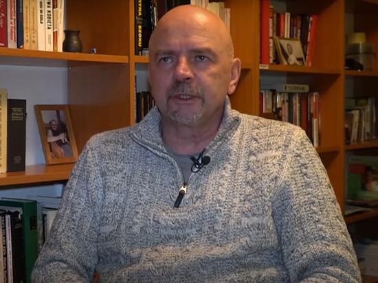 Польский политолог Мацей Вишневский заявил в эфире НТВ, что в случае вооруженного конфликта в Донбассе события на Украине могут развиваться двумя путями
