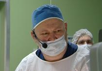 Детскому хирургу из Иркутска Юрию Козлову дали премию «Человек-Поступок»