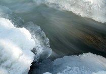 В Таштагольском районе реку Мундыбаш частично вскрыли ото льда