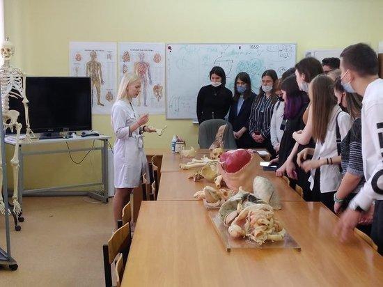 Серпуховичи посетили кафедру вирусологии МИФИ