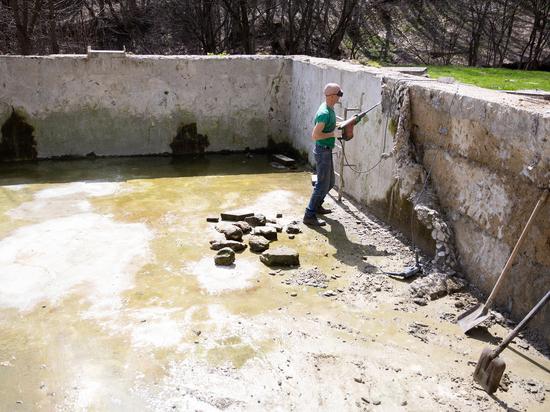 Чаши бассейнов ремонтируют на «Корытах» в Ставрополе