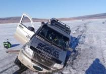 На Иркутском и Братском водохранилищах за выходные под лёд провалилось 4 машины