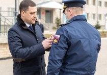Михаил Ведерников вручил государственные награды псковским военнослужащим