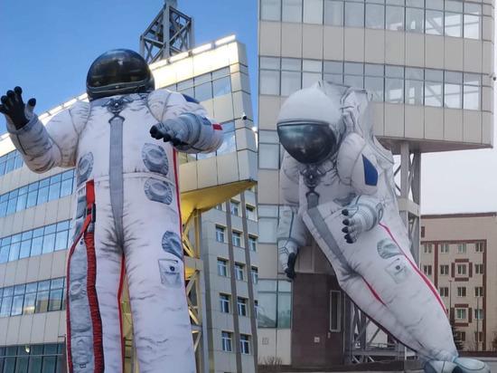 Надувной космонавт сдулся в Красноярске в День космонавтики