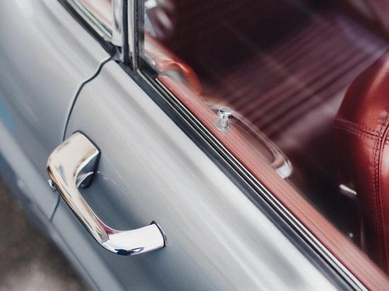 Годовалая девочка из Кемерова оказалась запертой в салоне автомобиля