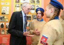 Француз взял в полет саксофон: космонавт-герой РФ рассказал подросткам Надымского района о музыке в космосе