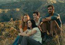 30 апреля выходит американский сериал «Берег москитов» (первый сезон), снятый по одноименному роману 80-летнего американского писателя и путешественника  Пола Теру