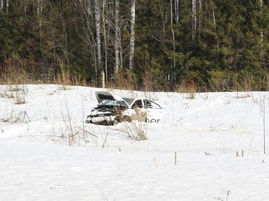 В Кировской области перевернулась такси с пассажиром