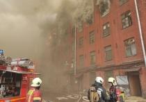 Днем 12 апреля на Октябрьской набережной в Петербурге загорелось здание «Невской мануфактуры»