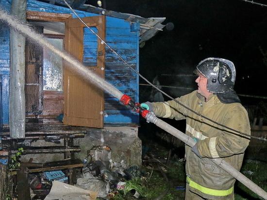 В Смоленском районе ночью сгорела баня