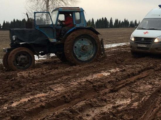 На размытой дороге в Завьяловском районе организовали дежурство трактора
