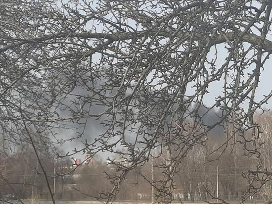 В районе «Пятой базы» в Рязани загорелся мусор
