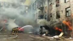 """Пожар на """"Невской мануфактуре"""" охватил все здание: погиб спасатель"""