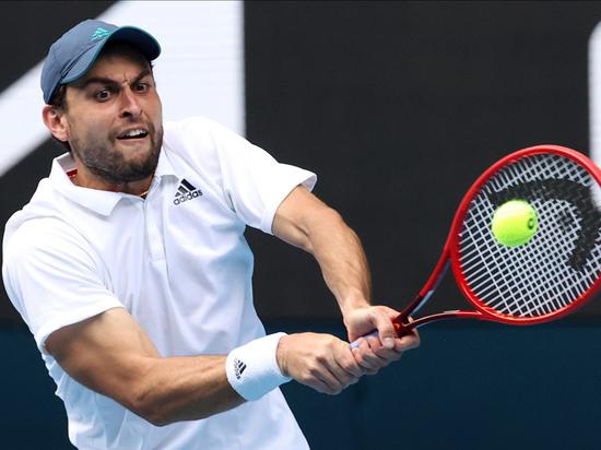 Карацев вышел во 2-й круг турнира в Монте-Карло, где сыграет с Циципасом