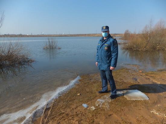 В поисках льда: сотрудники МЧС проверили водоемы в Смоленской области
