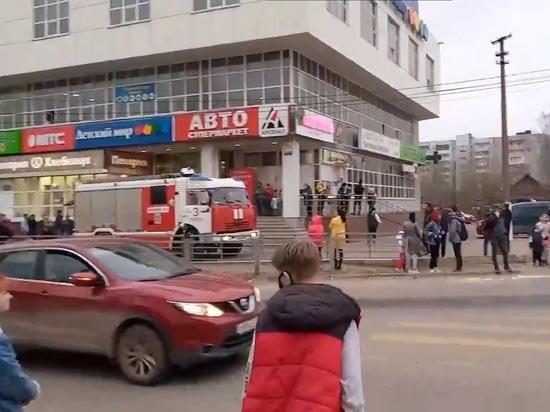 """В микрорайоне """"Юность"""" в Твери загорелся торговый центр"""