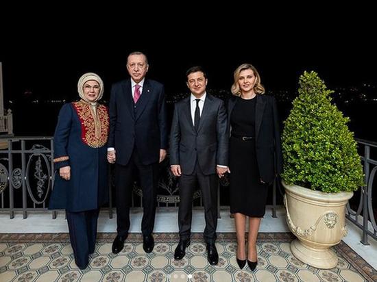Первая леди нарядилась на встречу с четой Эрдоганов