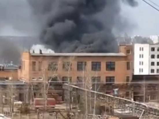 В Иванове во время демонтажа труб загорелся химзавод