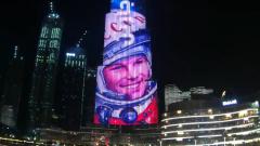 В День космонавтики на фасаде Бурдж Халифа появился портрет Гагарина